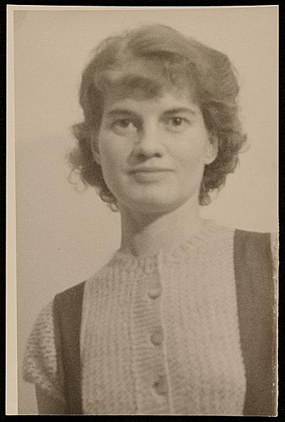 Elsie Driggs, 1927 / Elsa Schmidt Neumann, photographer. Elsie Driggs papers, Archives of American Art, Smithsonian Institution.